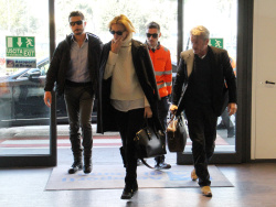 Sean Penn - Sean Penn and Charlize Theron - depart from Rome after a Valentine's Day weekend - February 15, 2015 (37xHQ) ODA5gXu5