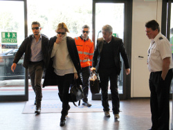 Sean Penn - Sean Penn and Charlize Theron - depart from Rome after a Valentine's Day weekend - February 15, 2015 (37xHQ) DmyZg6qt
