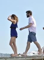 Nina Dobrev with her boyfriend Austin Stowell in Saint-Tropez (July 24) 5RLZuHwo