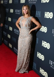 Beyonce Knowles at the Life Is But A Dream Premiere in New York 12th February x26