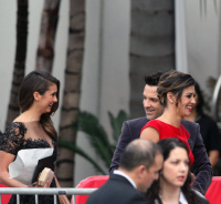 Nina arriving at the Golden Globes held at the Beverly Hilton (January 11) B84VjWlw