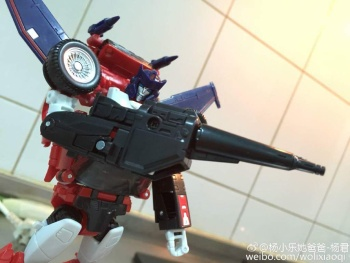[Masterpiece] MP-25L LoudPedal (Rouge) + MP-26 Road Rage (Noir) ― aka Tracks/Le Sillage Diaclone - Page 2 TvZ4Ha9o