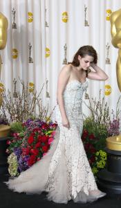 Kristen Stewart - Imagenes/Videos de Paparazzi / Estudio/ Eventos etc. - Página 31 AcwlJNOQ