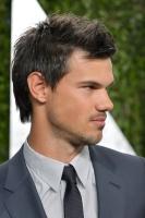 Taylor Lautner - Imagenes/Videos de Paparazzi / Estudio/ Eventos etc. - Página 38 AdekPKSq