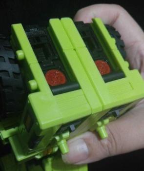 [Toyworld] Produit Tiers - Jouet TW-C Constructor aka Devastator/Dévastateur (Version vert G1 et jaune G2) - Page 7 2YaG3iBg