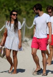Jamie Dornan - At the beach with his girlfriend, Amelia Warner in Miami - January 17, 2013 - 25xHQ YsyPSxBo