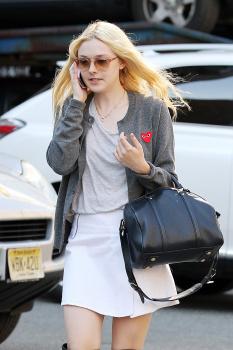 Dakota Fanning / Michael Sheen - Imagenes/Videos de Paparazzi / Estudio/ Eventos etc. - Página 6 AdlW1kzb