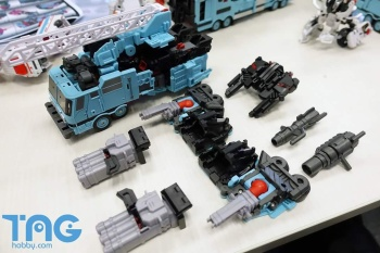 [MakeToys] Produit Tiers - Jouet MTCM-04 Guardia (aka Protectobots - Defensor/Defenso) - Page 3 CnNU75XU