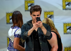 Paul Wesley - Ian Somerhalder,   Nina Dobrev,  Paul Wesley,  Katerina Graham,  Matthew Davis - 'The Vampire Diaries' panel during Comic-Con International 2014 at San Diego Convention Center in San Diego (July 26, 2014) - 101xHQ QfOWPLTT