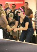 Nina Dobrev at LAX Airport (March 27) HXrzwf6O