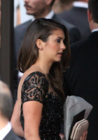 Nina arriving at the Golden Globes held at the Beverly Hilton (January 11) 2Z0gkmr2