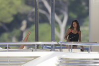 Nina Dobrev and Asustin Stowell enjoy the ocean off the cost the French Riviera (July 26) 72Y9KgMY