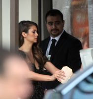 Nina arriving at the Golden Globes held at the Beverly Hilton (January 11) E9hTG3pQ