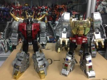 [Fanstoys] Produit Tiers - Dinobots - FT-04 Scoria, FT-05 Soar, FT-06 Sever, FT-07 Stomp, FT-08 Grinder - Page 9 KOOB7CZx