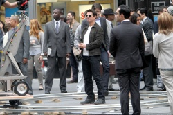 Tom Cruise - on the set of 'Oblivion' outside at the Empire State Building - June 12, 2012 - 376xHQ G6rzgTb2