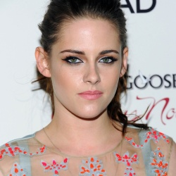 Kristen Stewart - Imagenes/Videos de Paparazzi / Estudio/ Eventos etc. - Página 31 AcnEG9h6