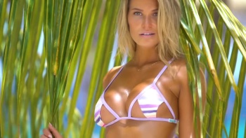 Samantha Hoopes - Strips Down For You & Gets Wet In Curaçao | Intimates | SI Swimsuit (2017) | HD 1080p