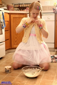 Dolly - Baking Cookies - [dolly's-playhouse] PEH6VccF