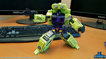 [Toyworld] Produit Tiers - Jouet TW-C Constructor aka Devastator/Dévastateur (Version vert G1 et jaune G2) - Page 6 Q1ZmWf56