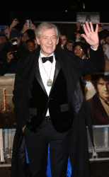 Ian McKellen - Royal Film Performance of 'The Hobbit An Unexpected Journey' at Odeon Leicester Square in London - December 12, 2012 - 5xHQ 56YF3zNe