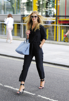 abu3BHYX [Medium Quality] Rosie Huntington Whiteley out in London 8/21/13 high resolution candids