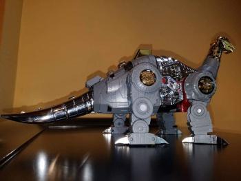 [Fanstoys] Produit Tiers - Dinobots - FT-04 Scoria, FT-05 Soar, FT-06 Sever, FT-07 Stomp, FT-08 Grinder - Page 9 HLbPDhIR