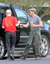 Robert Downey Jr. - leaving a Starbucks and heading to the set of 'Iron Man 3' in Wilmington on May 30, 2012 - 11xHQ FUwCMK4a