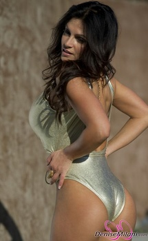 Дениз Милани, фото 4897. Denise Milani Gold One-Piece (Low Quality), foto 4897
