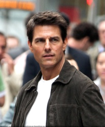 Tom Cruise - on the set of 'Oblivion' outside at the Empire State Building - June 12, 2012 - 376xHQ 2XX8fSDE