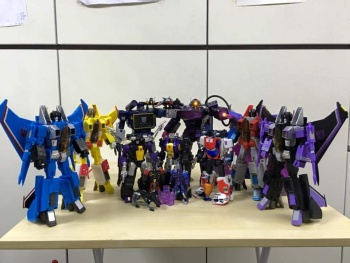 [Fanstoys] Produit Tiers - Jouet FT-12 Grenadier / FT-13 Mercenary / FT-14 Forager - aka Insecticons - Page 3 GgV9ubwf