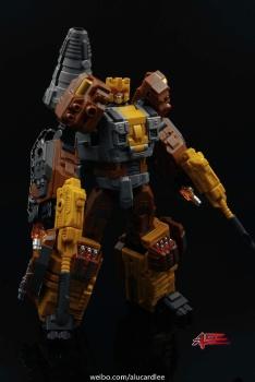[Warbotron] Produit Tiers - Jouet WB03 aka Computron - Page 2 DJiPYehi