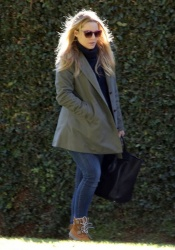 Kristen Bell - leaves her home in LA 1/28/13