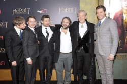 Richard Armitage - attends 'The Hobbit An Unexpected Journey' New York Premiere benefiting AFI at Ziegfeld Theater in New York - December 6, 2012 - 14xHQ 4Iiwjx8e