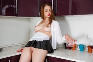 Isabella - In The Kitchen - [famegirls] 4UxSL9sL