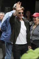 Tom Cruise - on the set of 'Oblivion' in New York City - June 13, 2012 - 52xHQ IAtz4NcZ
