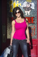 Дениз Милани, фото 4572. Denise Milani Out Shopping, foto 4572
