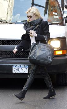 Dakota Fanning / Michael Sheen - Imagenes/Videos de Paparazzi / Estudio/ Eventos etc. - Página 5 AashcTY7
