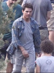 Tom Cruise - on the set of 'Oblivion' in Mammoth Lakes, California - July 11, 2012 - 18xHQ ZWc6mPOy