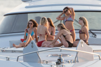 Nina Dobrev vacationing with friends in Saint-Tropez (July 20) BI5d4uiE