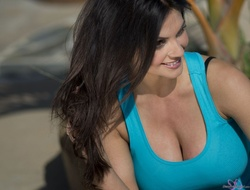 ����� ������, ���� 4957. Denise Milani Playing with the Puppy (Low Quality), foto 4957