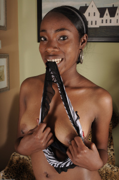 229088 - Maya black women