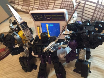[Fanstoys] Produit Tiers - Jouet FT-12 Grenadier / FT-13 Mercenary / FT-14 Forager - aka Insecticons - Page 4 MCeaCS4S