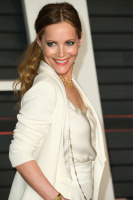 """Leslie Mann """"2015 Vanity Fair Oscar Party hosted by Graydon Carter at Wallis Annenberg Center for the Performing Arts in Beverly Hills"""" (22.02.2015) 126x  CjZTcmkO"""