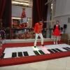 Interactive piano stage PO5jrGUY