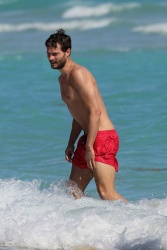 Jamie Dornan - At the beach with his girlfriend, Amelia Warner in Miami - January 17, 2013 - 25xHQ NLCBT91e