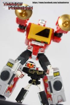 [KFC Toys] Produit Tiers - Jouet Transistor (aka Blaster/Tempo) + DoubleDeck (Twincast) + Fader (aka Eject/Éjecteur) + Rover (aka Autoscout) - Page 2 9TJla7iK