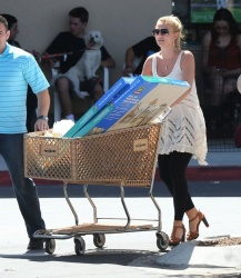Britney Spears - at Petsmart in Calabasas 4/20/13