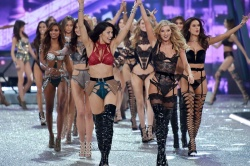 "Victoria's Secret Fashion Show ""Finale"" Nov.30.2016"