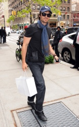 Ian Somerhalder - Out and About in New York City 2012.05.07 - 5xHQ Psri133a