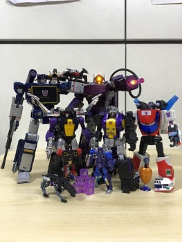 [Fanstoys] Produit Tiers - Jouet FT-12 Grenadier / FT-13 Mercenary / FT-14 Forager - aka Insecticons - Page 3 TAL8DhTD